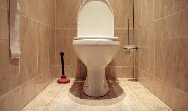 Пол в туалеті