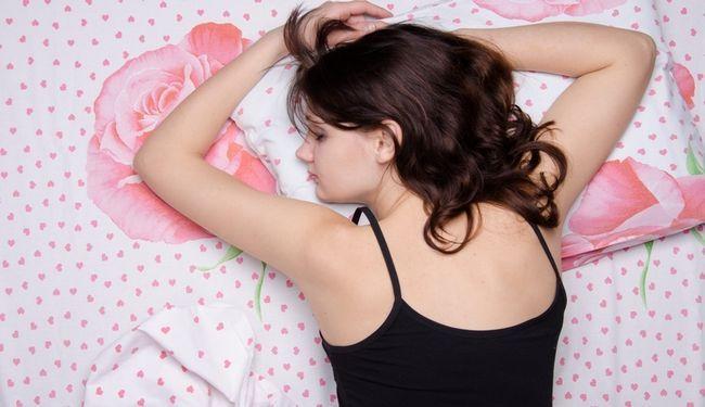 Сон на животі
