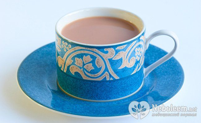 Теплий чай з молоком