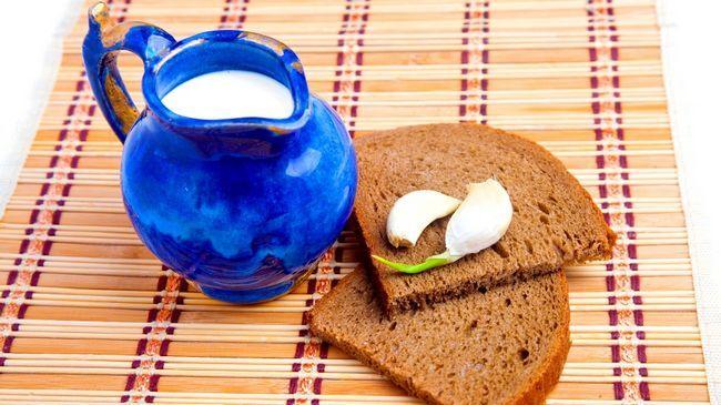 Гаряче молоко з часником