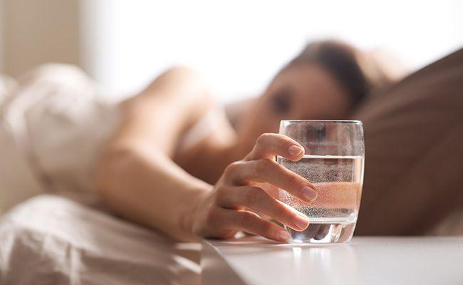 Починайте свій день зі склянки води