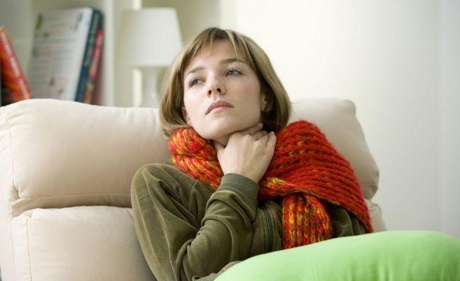 Як швидко зняти біль у горлі