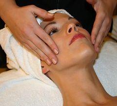 Процедура масажу обличчя