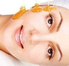 Медовий масаж обличчя видаляє акне