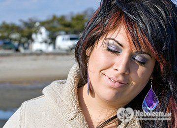 До чого призводить часте мелірування на темне волосся