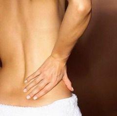 Болі в області попереку (ниркові кольки) - основна ознака сечокам`яної хвороби
