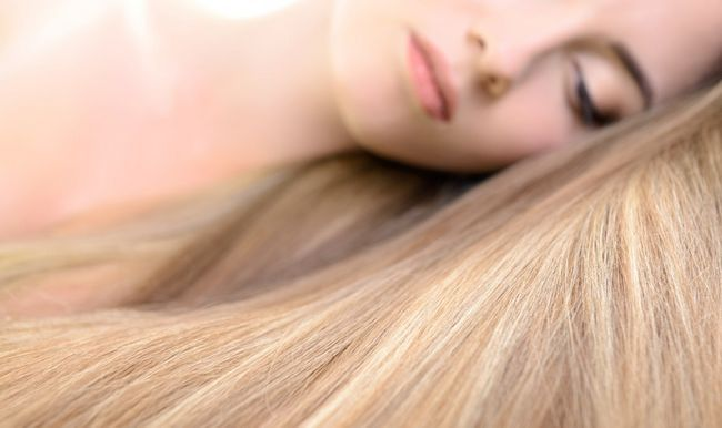 Як доглядати за нарощеними волоссям?