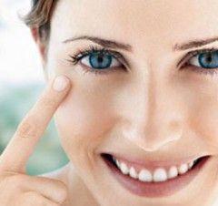 Рецепти омолоджуючих масок для шкіри навколо очей