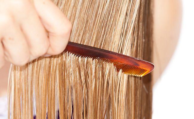 Розчісування волосся відразу після миття