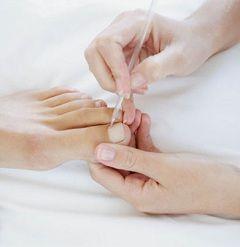 Педикюр - комплексний догляд за нігтями і шкірою ніг