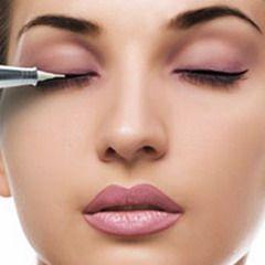 Процедура проведення перманентного макіяжу очей