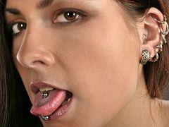 Пірсинг язика і вух