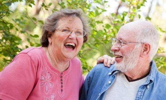 Чому жінки живуть довше за чоловіків: 5 причин відносного довголіття