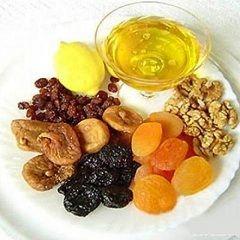Мед і сухофрукти - десертні продукти для правильного харчування