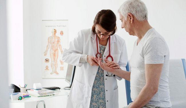 Ревматолог - лікар, який спеціалізується на діагностиці, лікуванні та профілактиці захворювань суглобів і сполучної тканини
