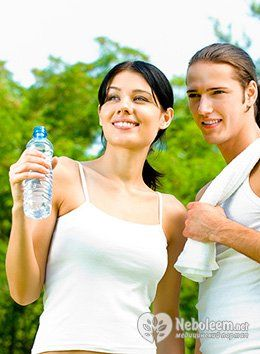 Потрібно пити воду, щоб схуднути чи ні