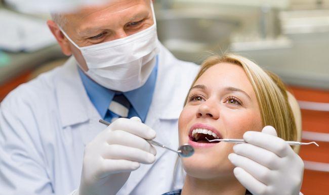 Стоматолог - фахівець, який займається лікуванням хвороб і пошкоджень зубів, щелепи і органів ротової порожнини