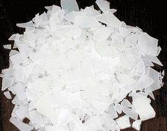 Сульфат алюмінію - біла кристалічна речовина