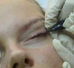 Процедура нанесення татуажу очей
