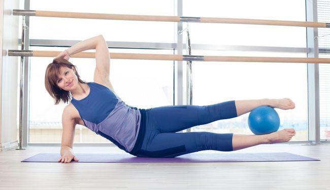 Вправи для внутрішньої сторони стегна з м`ячем