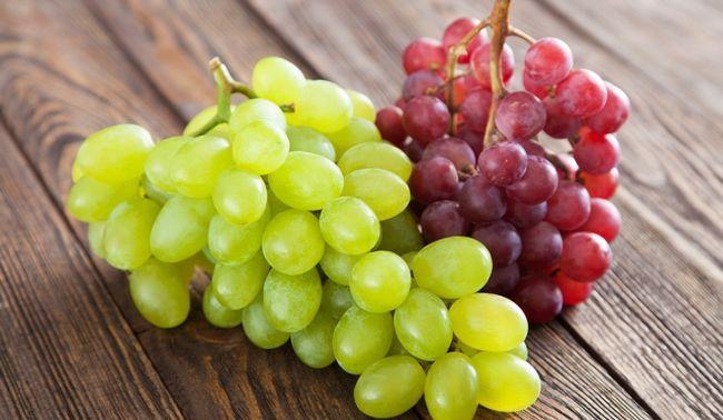 Виноград білий і червоний
