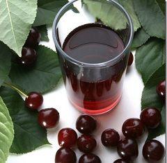 Вишневий сік - лідер серед інших натуральних соків за кількістю корисних властивостей