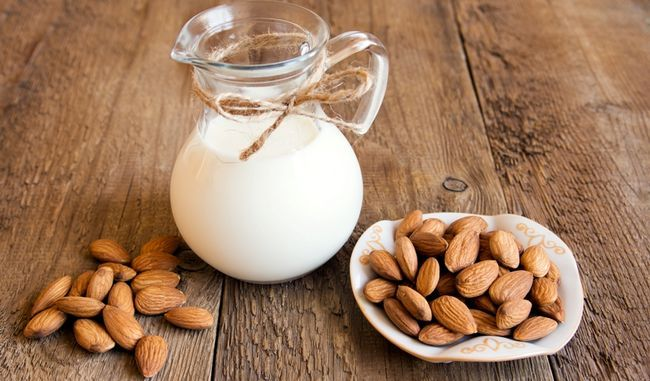 Молоко і горіхи - джерела вітаміну H