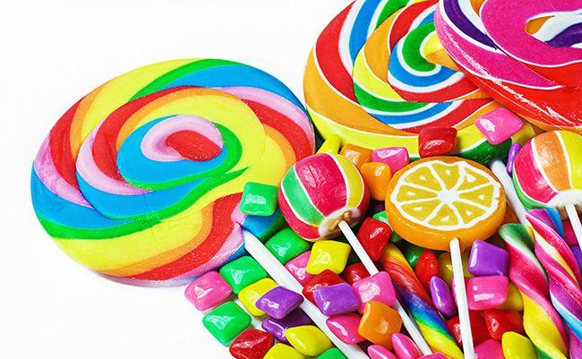 Шоколадні батончики, чупа-чупс і інші солодощі