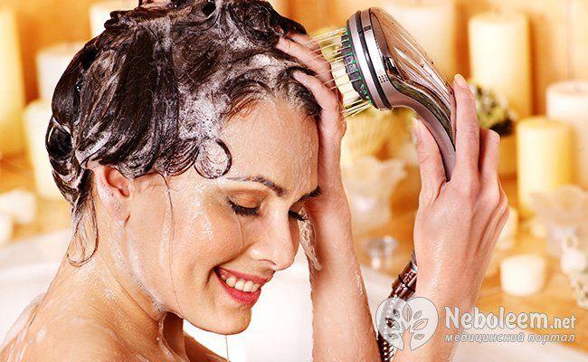 Мийте голову теплою водою